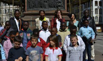 accueil-delegation-ecole-congolaise-2017-Statue-Gutenberg